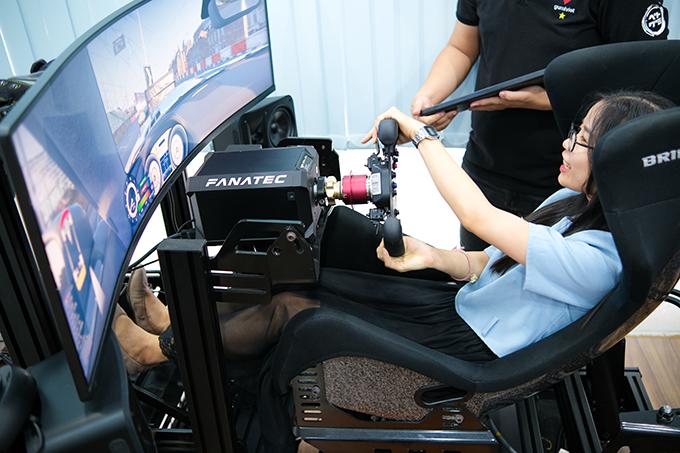 Quý khách trực tiếp trải nghiệm các công nghệ tại showroom.